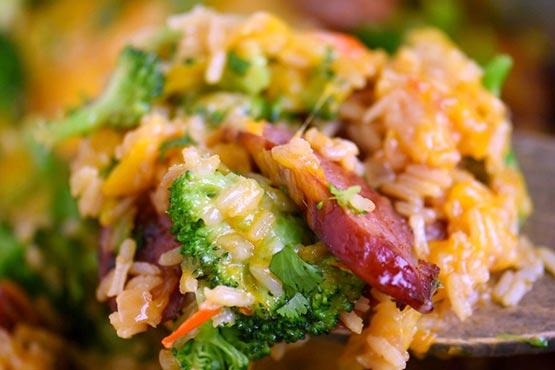 Recipes with kielbasa . Cheesy Kielbasa, Rice and Broccoli Skillet