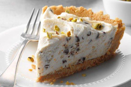 Easy cheesecake recipes . No-Bake Chocolate Chip Cannoli Cheesecake