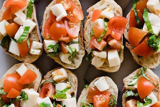 Easy recipes with bread . Caprese Bruschetta