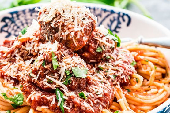 Spaghetti with meatballs recipes . Classic Spaghetti and Meatballs