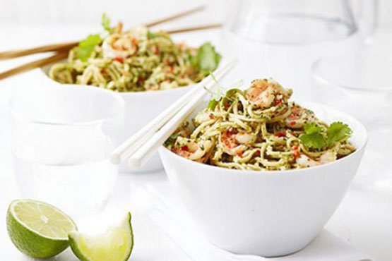 Easy recipes with noodles . Thai pesto prawn noodles