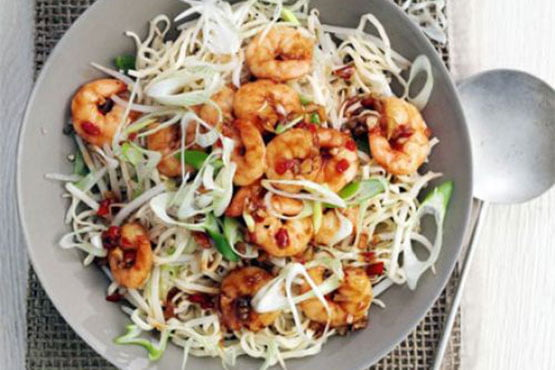 Easy recipes with noodles . Garlic chilli prawns with sesame noodles