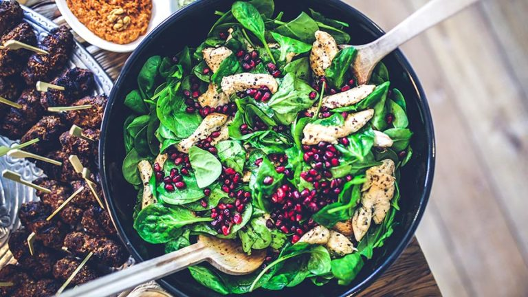 4 Amazing Spinach Salad Recipes For You