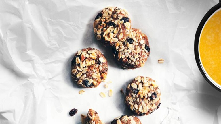 Delicious and Easy Oatmeal-Walnut Cookies Recipe