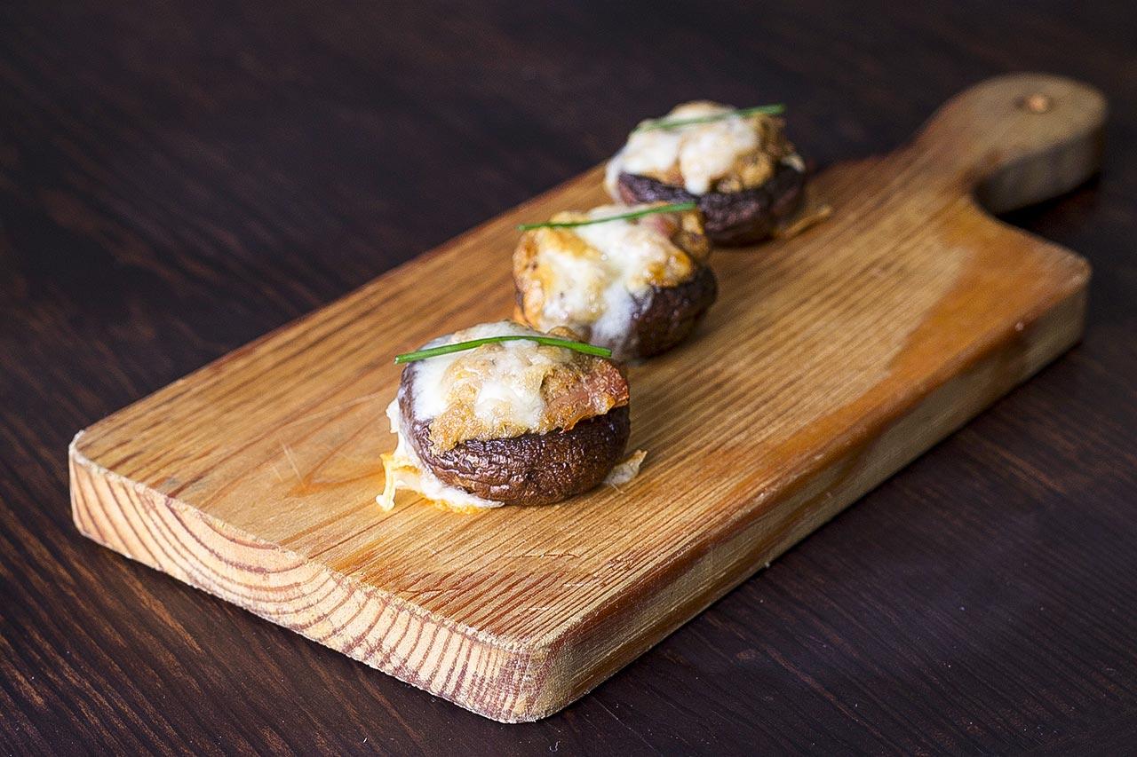 Low Sodium Swiss Cheeseburger Stuffed Mushrooms