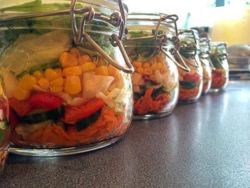 Salad in a Jar – Easy Healthy Lunch Recipe