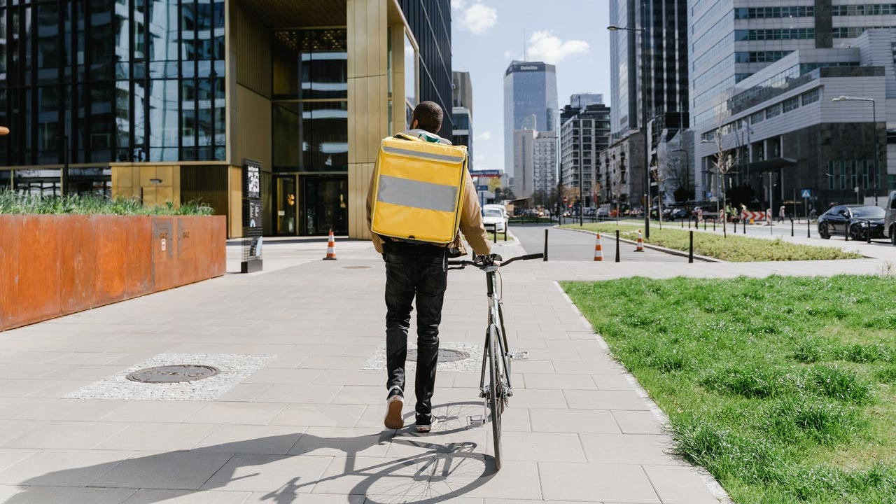 4 Reasons To Use A Food Delivery Service For Your Restaurant