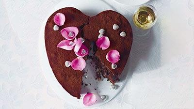 Fudgy chocolate brownie cake